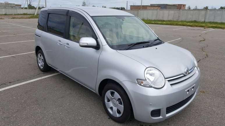 Toyota Sienta, 2012 год, 525 000 руб.