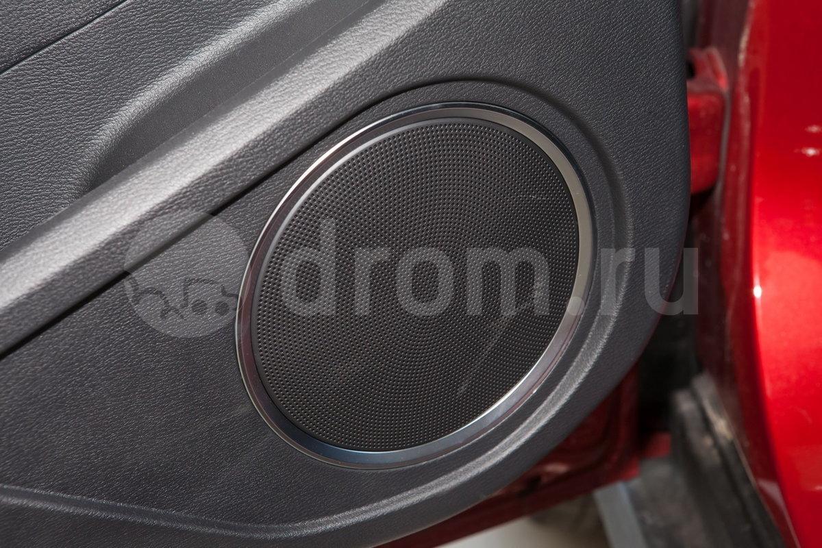 Дополнительное оборудование аудиосистемы: 6 динамиков, антенна, AUX, USB, iPod/iPhone, SD-карта