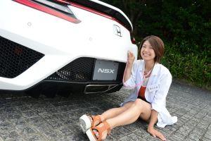 Новую Honda NSX обследовала медсестра