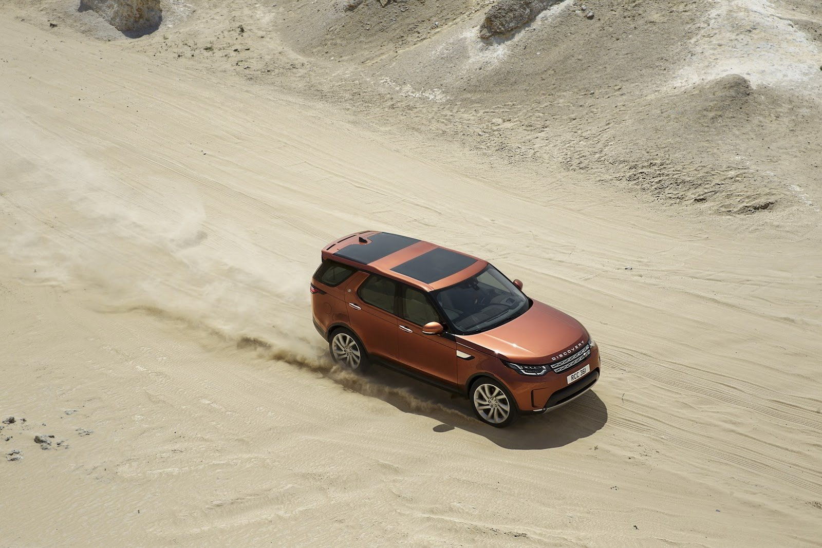 land rover north america inc marketing case study Land rover north america inc video case solution, contains the following tv advertising: 1) introductory spots range rover, 2) introductory spots defender, 3) round one spots introductory discovery, 4) rou.