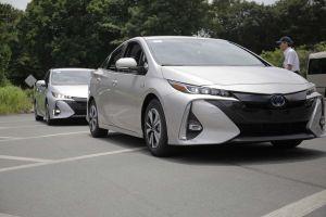 Первый тест-драйв Toyota Prius Prime. Чертовски хорош