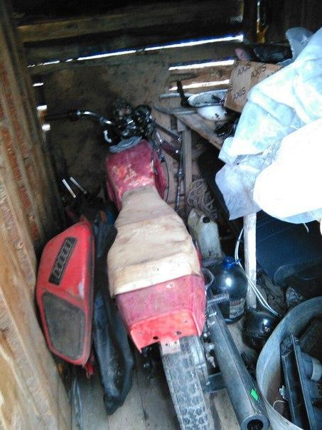 Вот такой был внешний вид мотоцикла. Оба бака дырявые. Искал другой.
