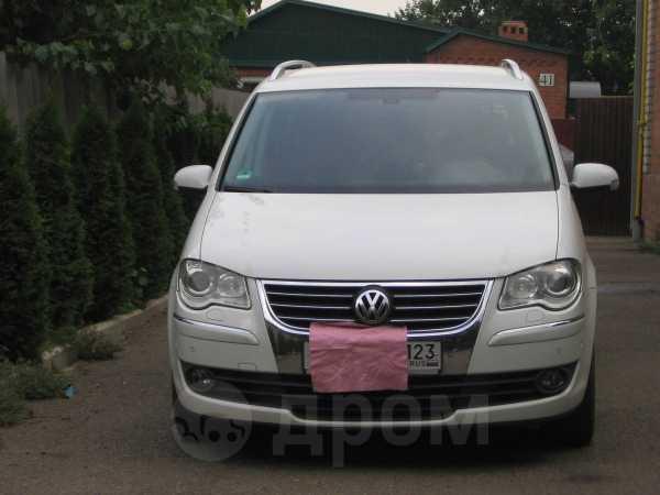 Volkswagen Touran, 2009 год, 640 000 руб.