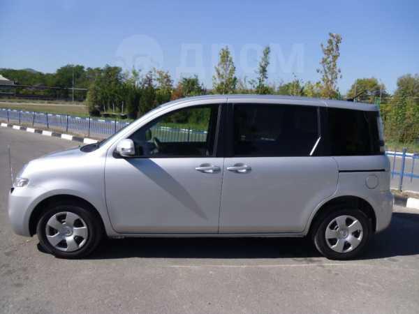 Toyota Sienta, 2012 год, 585 000 руб.