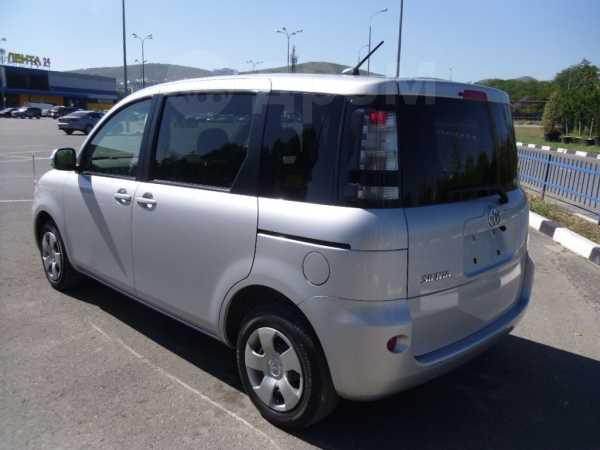 Toyota Sienta, 2012 год, 595 000 руб.