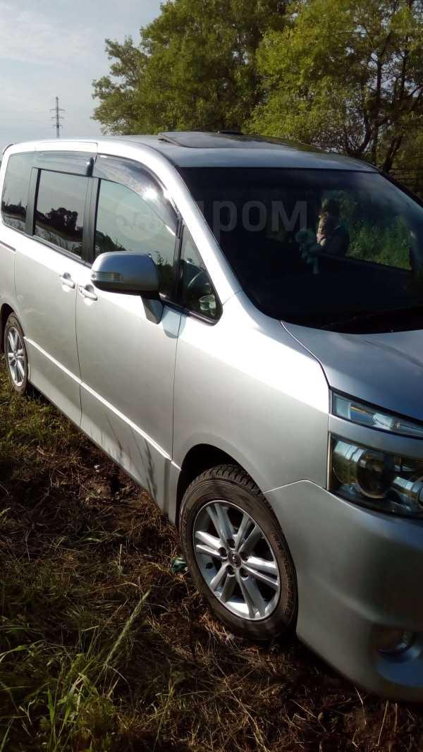 Toyota Voxy, 2009 год, 755 000 руб.