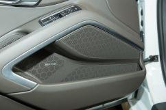 Дополнительное оборудование аудиосистемы: Акустическая система Sound Package Plus с 6 динамиками и усилителем, AUX / Система объемного звучания BOSE® с 10 динамиками (опция)