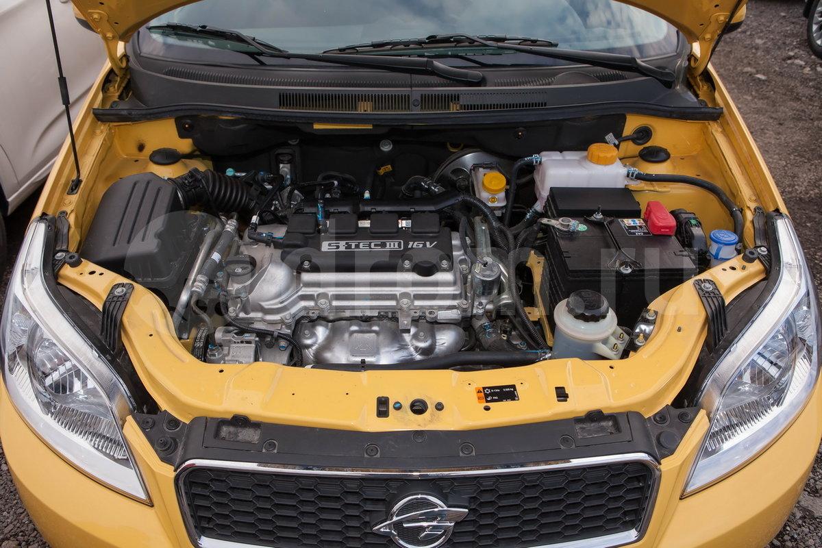 Тип двигателя: Четырехцилиндровый, рядный