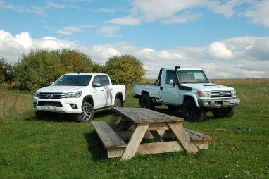 Сравнительный тест пикапов Toyota Hilux иLand Cruiser HZJ79. Пижон ипролетарий?