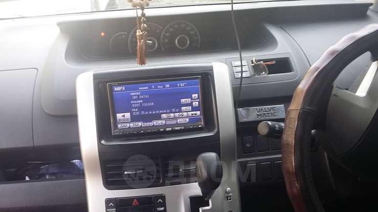 Toyota Noah, 2010 год, 755 000 руб.