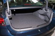 Объем багажника, л: 438