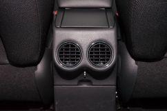 Дополнительное оборудование: Воздуховоды для задних пассажиров