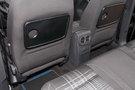 Дополнительно: Складные столики на спинках передних сидений (опция)