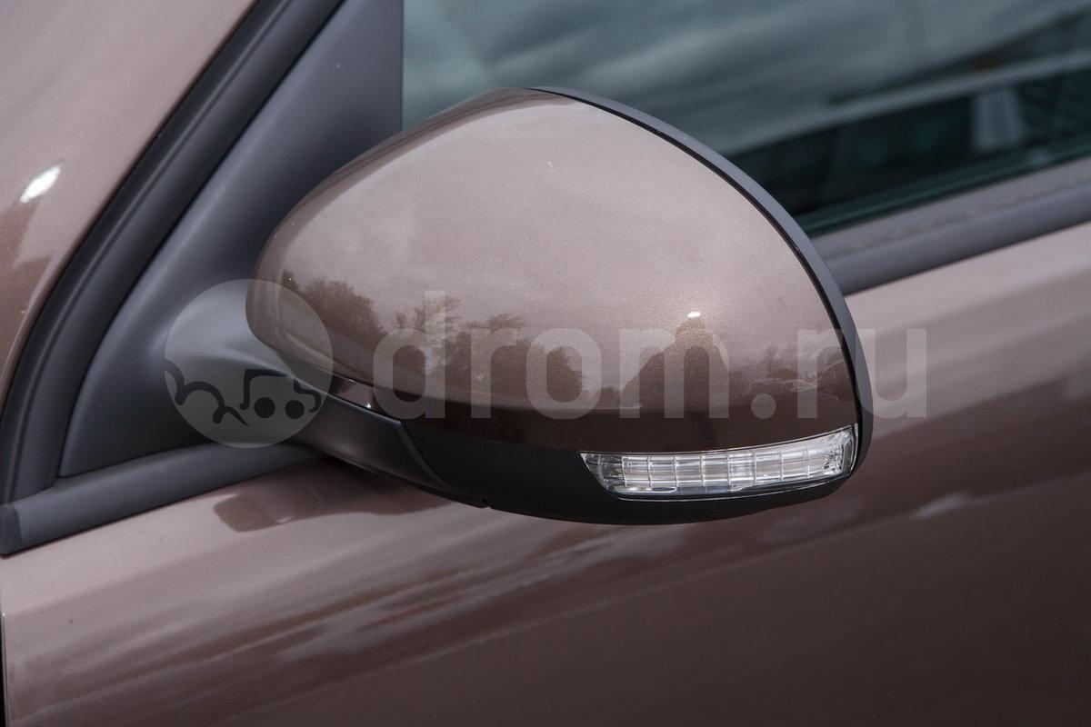 Боковые зеркала с повторителями указателей поворота: да