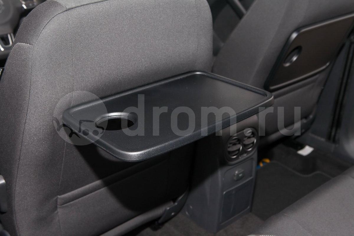 Дополнительно: Складные столики на спинках передних сидений