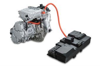 Гибридная силовая установка Nissan e-POWER работает по последовательной схеме, то есть ДВС здесь не связан с колесами, а используется только для того, чтобы через генератор подпитывать аккумуляторные батареи для электромотора.