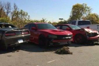 Двумя из четырех угнанных автомобилей оказались масл-кары Dodge Challenger и Dodge Charger в исполнениях Hellcat с 707-сильными компрессорными V8 объемом 6,2 литра и задним приводом.