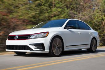 Автомобиль построен на базе серийного Пассата для рынка США с 283-сильным двигателем VR6 объемом 3,6 литра и 6-ступенчатым «роботом» DSG. При этом седан оформили в стиле хот-хэтча Golf GTI.