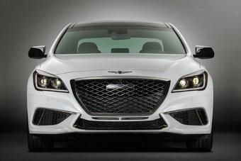 В то время как обычный G80 оснащен 3,8-литровым атмосферным двигателем мощностью 311 л.с., модификация Sport оборудована 3,3-литровым турбированным V6 отдачей 365 л.с.