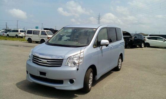 Toyota Noah 2013 - отзыв владельца