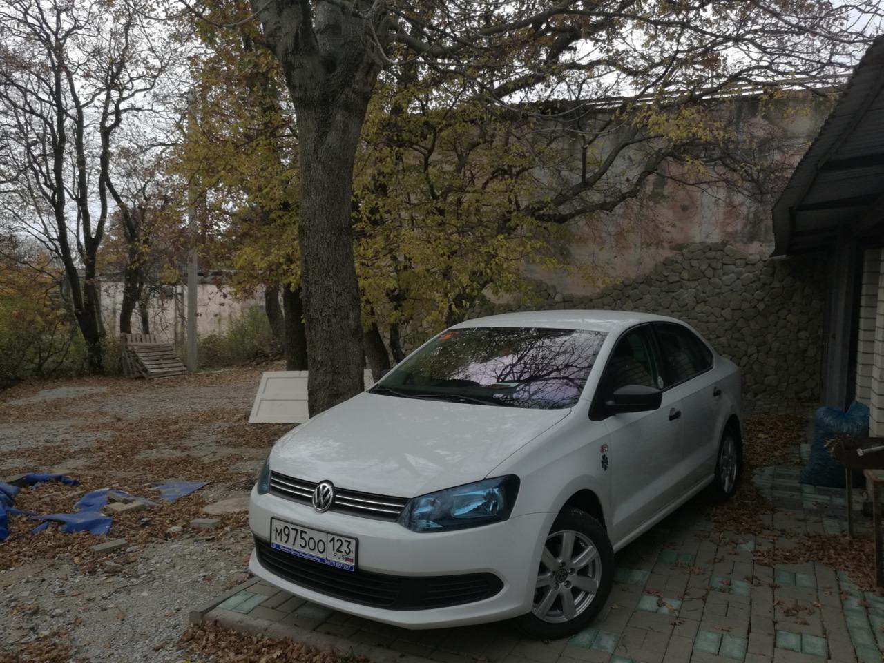 volkswagen polo,новые зимние шины ,радиус 15