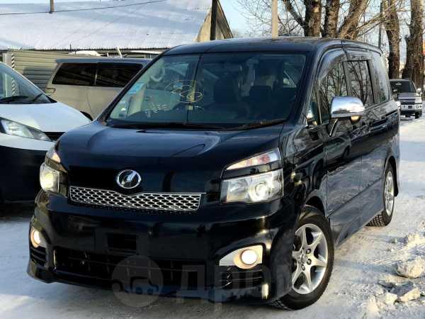 Toyota Voxy, 2011 год, 925 000 руб.