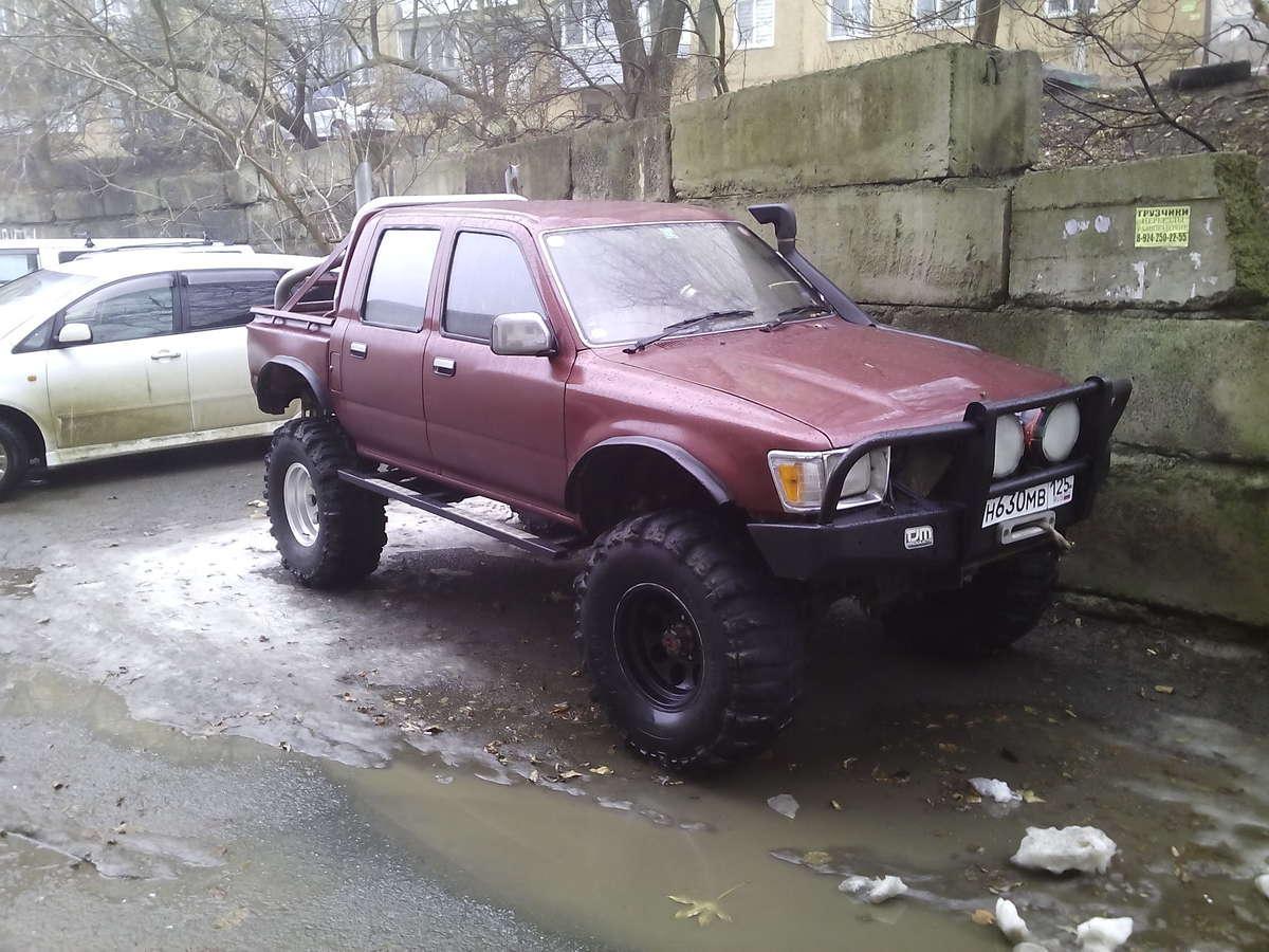 автомобиль тайота хай люкс во владивостоке