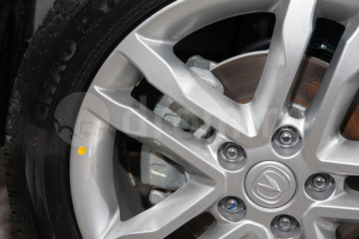 Передние тормоза: Дисковые вентилируемые