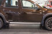 Дополнительно: Система дистанционного запуска двигателя  RENAULT START; Специальные стикеры на двери с надписью Dakar; Бейдж лимитированной серии Dakar на передних дверях
