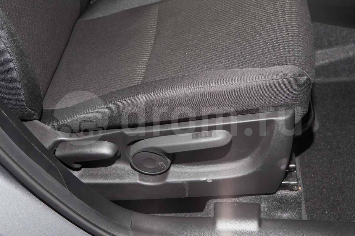 Регулировка передних сидений: регулировка высоты