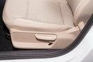 Регулировка передних сидений: Ручная регулировка сиденья водителя