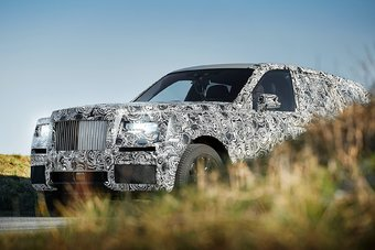 Rolls-Royce официально анонсировал начало проекта в феврале 2015 года. До сих пор компания старательно избегает обозначений SUV или «кроссовер», называя новый проект «Роллс-Ройсом» с высокой посадкой, который способен передвигаться по бездорожью.