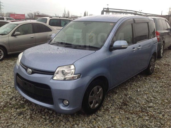 Toyota Sienta, 2013 год, 655 000 руб.