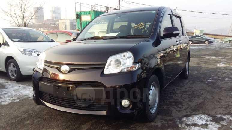 Toyota Sienta, 2013 год, 585 000 руб.