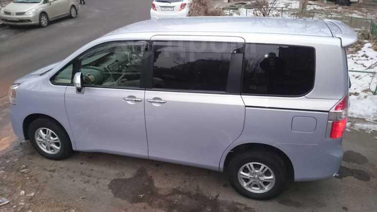 Toyota Noah, 2010 год, 835 000 руб.