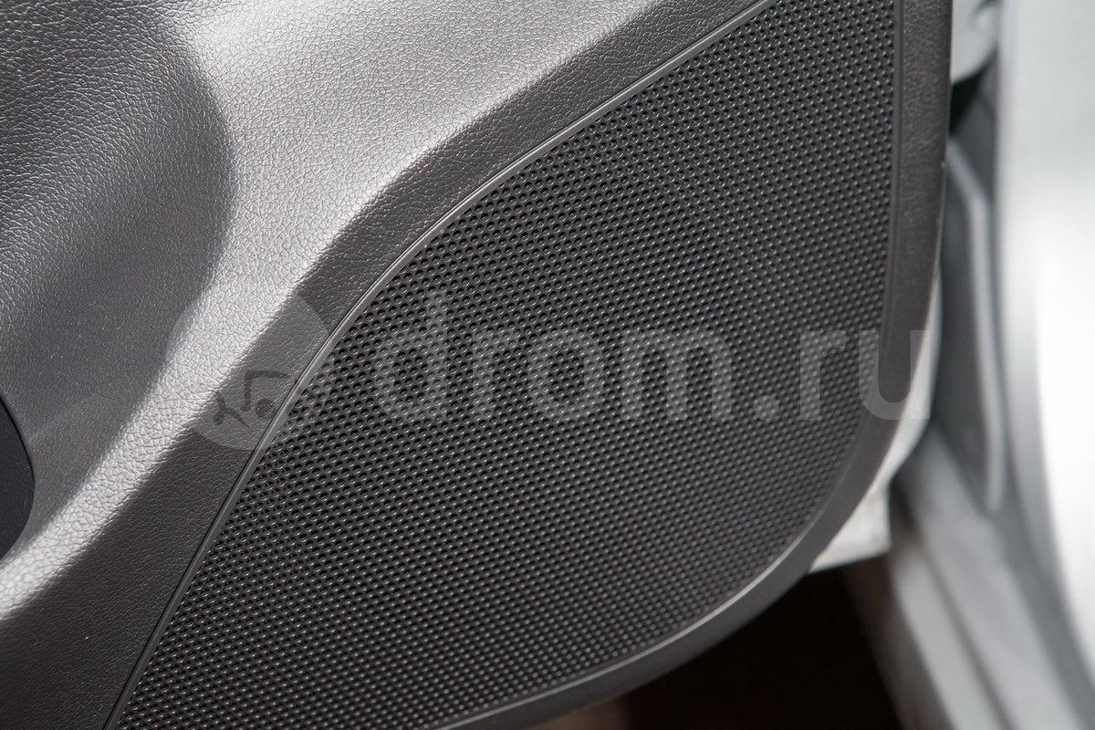 Дополнительное оборудование аудиосистемы: Аудиосистема CD/MP3, радио, USB, AUX разъемы для подключения внешних устройств, 4 динамика