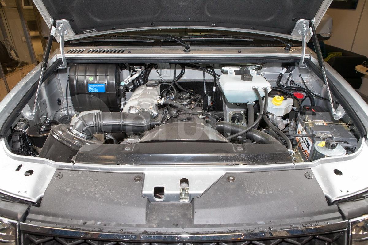 Дополнительно: Комбинация приборов 4-х стрелочная с подсветкой белого цвета; раздаточная коробка с электромеханическим приводом управления; пневмоупоры капота