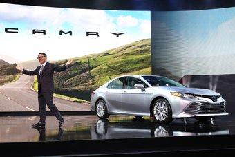 Отметим, что на рынке США и прежде продавалась отличная от других частей света версия Camry. На протяжении последних 15 лет автомобиль стабильно является одной из самых востребованных легковых моделей на рынке и по текущим результатам продаж уступает лишь пикапам.