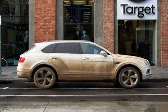 На «Бентайгу» пришлось больше половины продаж Bentley в России в 2016 году.