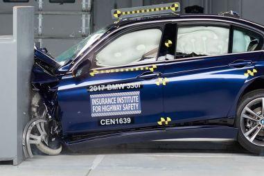 «Трешка» BMW улучшила результаты в американском краш-тесте с малым перекрытием