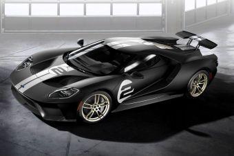 Вряд ли покупателей Ford GT это действительно интересует, но официальный средний расход колеблется на уровне 16 литров бензина на 100 км пути (21 литр в городе и 13 — на трассе).