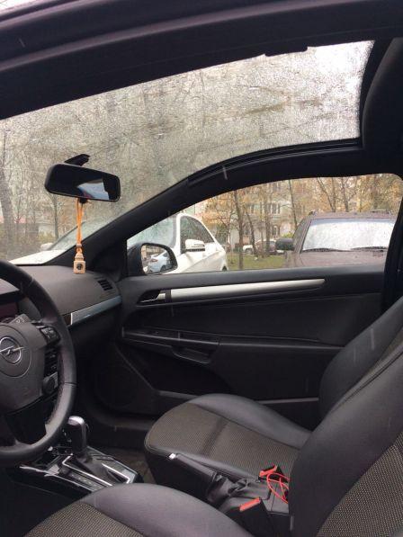 Opel Astra GTC 2010 - отзыв владельца