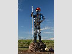 Памятник металлургам в городе Дархан (Монголия)