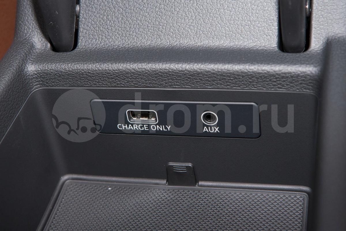 Дополнительное оборудование аудиосистемы: 8 динамиков, AUX, SDHC-слот