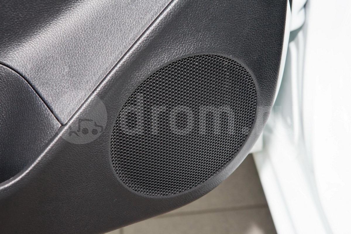 Дополнительное оборудование аудиосистемы: 4 динамика