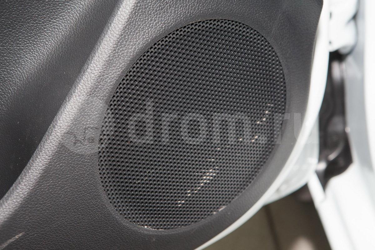 Дополнительное оборудование аудиосистемы: 4 динамика, USB, AUX