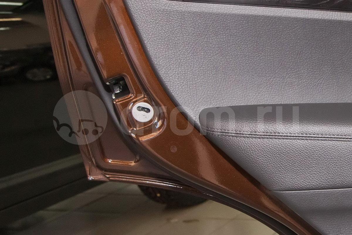 Дополнительное оборудование: Блокировка задних дверей от случайного открывания детьми, передние и задние стеклоподъёмники с функцией Auto