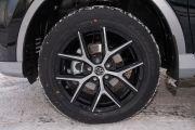 Дополнительно: Дополнительный отопитель салона; Сеть для крепления багажа; Двухцветное исполнение кузова «Exclusive»; Два логотипа «Exclusive» на передних крыльях автомобиля; Легкосплавные колесные диски дизайна «Exclusive»