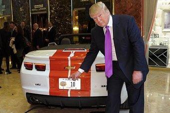 Еще в январе Трамп грозил BMW и Mercedes-Benz 35-процентным налогом на ввоз автомобилей в США.