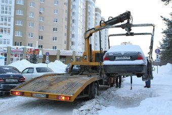 Зимой борьба с неправильной парковкой приобретает особую актуальность: с улиц, заставленных машинами, невозможно убрать снег.